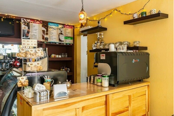 Remato Cafetería Por Motivos Familiares, Acreditada