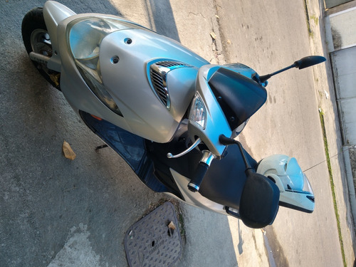 Imagem 1 de 5 de Moto Burgman