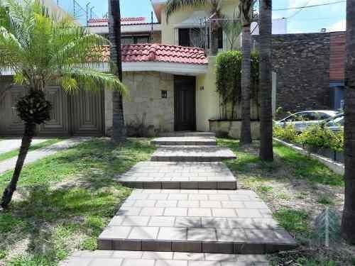 Casa Sobre Avenida En Ciudad Del Sol, Uso De Suelo Mixto