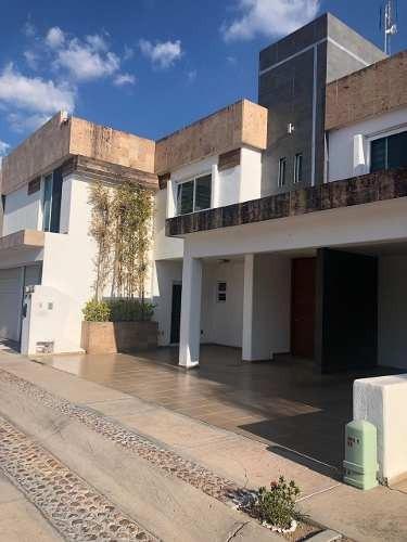 Hermosa Casa En Condominio Rincón De Andaluz