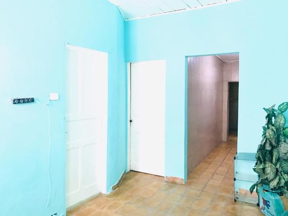 Casa Ampla No Centro - 2 Dormitórios - Depósito Reduzido