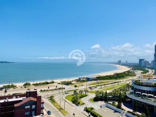 Apartamento En Mansa - Punta Del Este- Ref: 4566
