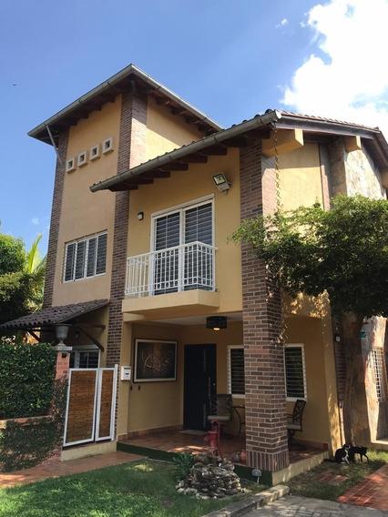 Se Vende Hermosa Casa En Villa San Diego Country Club 400mts