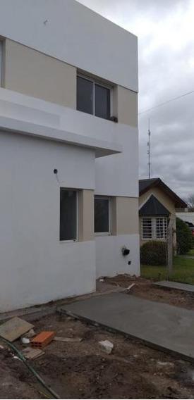 Duplex Venta -al Frente 2 Dormitorios, 2 Baños, Parrilla Y Cochera-lote 120 Mts 2- Los Hornos