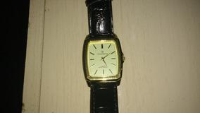 Relógio Champion Quadrado Fundo Amarelo