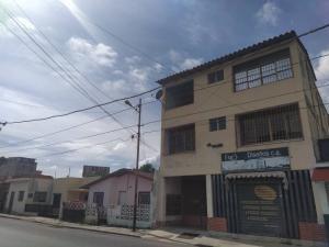 Apartamento En Alquiler En El Centro De Barquisimeto Rah 20-23811
