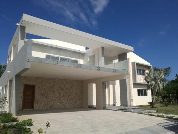Moderna Casa Con Piscina En Venta En Punta Cana Village