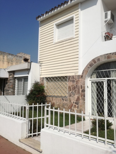 Hermosas Casa En Barrio Maipu 1° Seccion