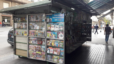 Parada De Diarios Y Revistas Vende L & L Group