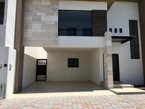 Casa Nueva En Venta En Privanzas Del Campestre Al Norte De Saltillo 3 Recamaras.