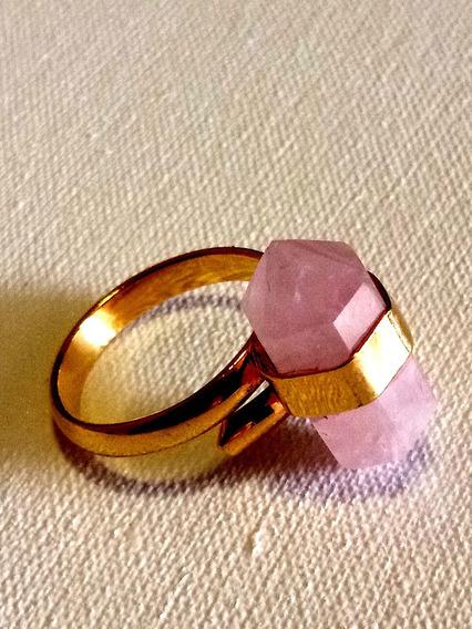 Anillo De Cuarzo Rosa Montado Sobre Aro Baño De Oro