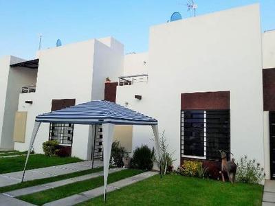 Se Vende Casa Con Recamara En Planta Baja, Fracc. Las Estrellas
