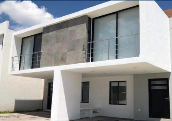 Casa En Venta En El Refugio # 19-516 Jl