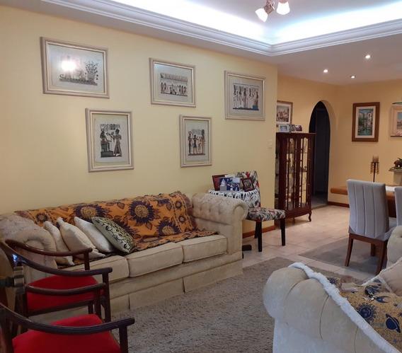 Casa A Venda No Bairro Itacorubi Em Florianopolis - V-79178