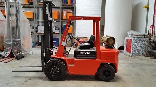 Imagem 1 de 9 de Empilhadeira Combustao Toyota 3 Ton Reformada Total