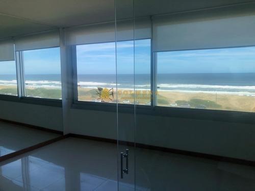 Apartamento En La Brava, De 3 Dormitorios Cuenta Con Excelentes Servicios, Vista Plena Al Mar - Consulte!!!!!!!!-ref:2383