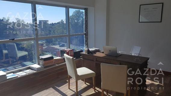 Excelente Oficina En Venta En Las Toscas Office, Totalmente Amoblada Y Con Hermosa Vista Panorámica.