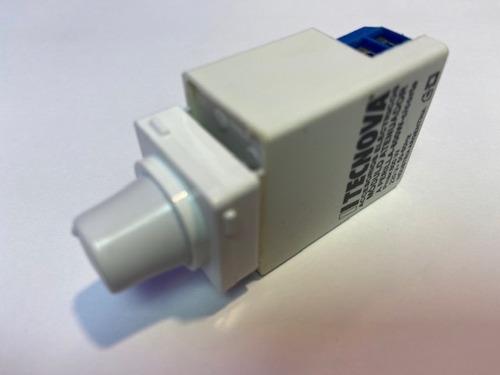 Imagen 1 de 2 de Regulador Tecnova 300w Tipo Línea 2000 - Square Slim + Tapa