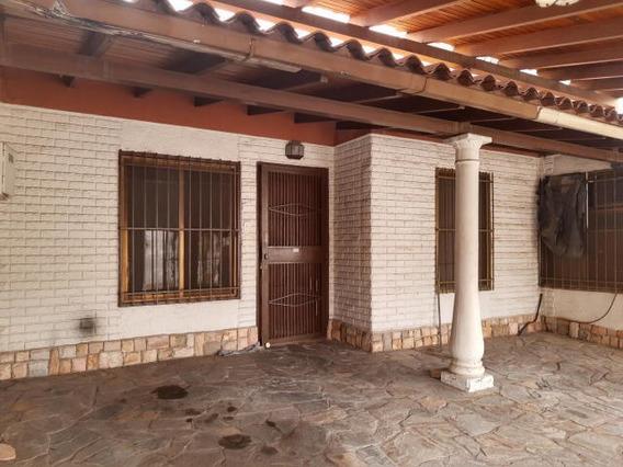Casa En Urbanización Cerrada 20-2843 Hjl Oportunidad