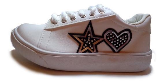 Zapatillas Blancas Con Aplique Corazón