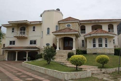 Residencia En Venta En Fracc. Las Villas