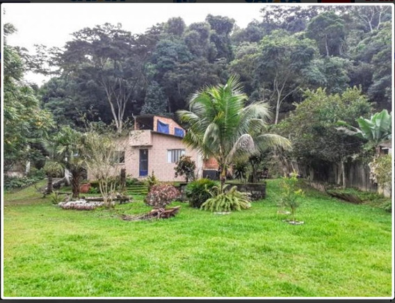 Casa Com 2 Quartos E 4 Banheiros, Piscina E Churrasqueira.