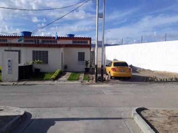 Casa En Venta En Cabudare Flex 19-6136 Jg