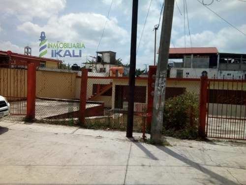 Venta Casa 2 Habitaciones Petromex Poza Rica Veracruz. Ubicada En Calle Sábalo # 111 En La Colonia Petromex En La Ciudad De Poza Rica Veracruz, La Casa Consta De Recibidor, 2 Salas, 2 Comedor, Cocina