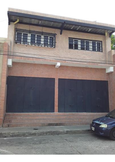 En La Candelaria, Calle Silva Amplio Local Comercial