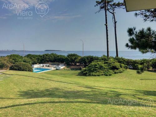Residencia Con Piscina Frente Al Mar En Alquiler- En Venta - Playa Mansa