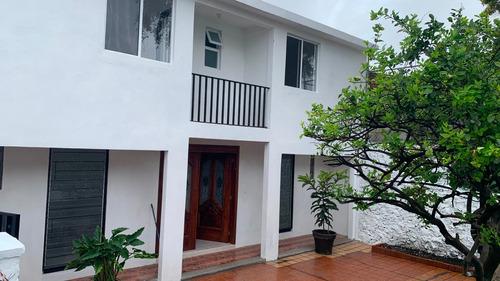 Imagen 1 de 14 de Casa De 4 Recámaras, 3 Baños Y Alberca Compartida.