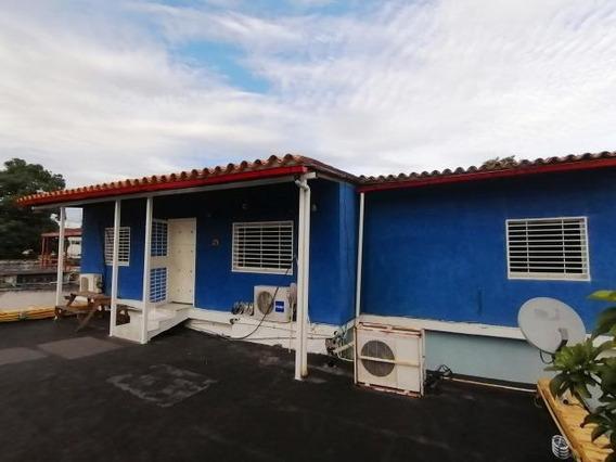 Casa En Venta Zona Centro Oeste Barquisimeto 20-2400 Zegm