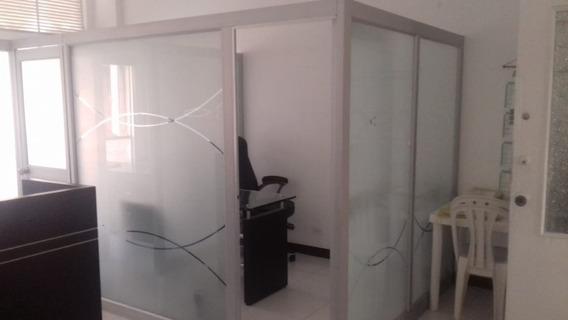 Alquilo Cubiculo Oficina.