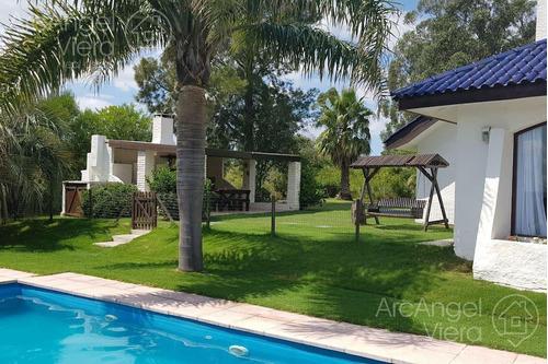 Casa Con Piscina En Alquiler Anual   Venta  , Playa Mansa Pda 39