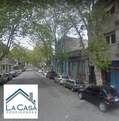 Apartamento En Alquiler De 2 Dormitorios En Barrio Sur