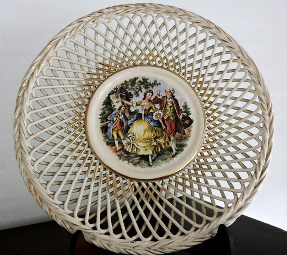 Antiguo Plato De Porcelana Con Puntilla - Decorado Con Oro