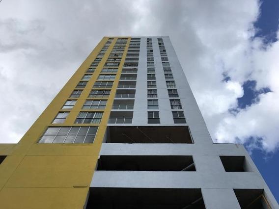 Venta Apartamento En Carrasquilla Ph Metro Tower 20-2897hel*