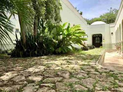 Casa Tipo Hacienda, Una Planta, En Privada Dentro De Mérida.