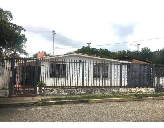 Casa En Venta Chucho Briceño Rahco