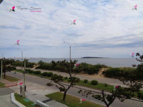 Espectacular Apartamento A Estrenar Ubicado En La Parada 20 De La Playa Mansa, En Primera Línea Frente Al Mar.- Ref: 9710