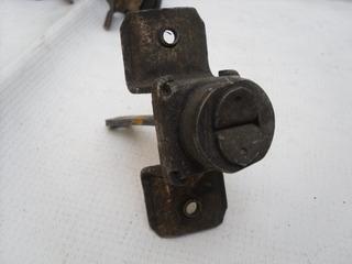 Tirante Original Usado Para Puerta Vocho Todos 54-03 01pz