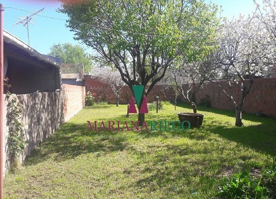 Chalet De 2 Ambientes Con Amplio Parque. Miramar