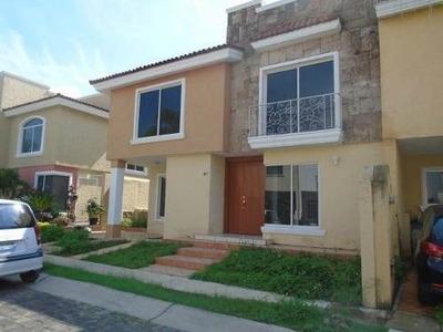 Renta Casa En Jardin Real - 1363001000