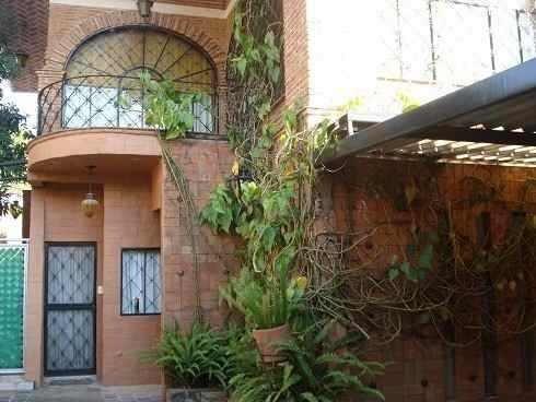 Venta Casa Con Alberca En Calle Cerrada Zona Norte