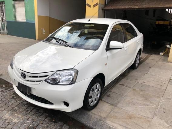 Toyota Etios Xs 4p 2015