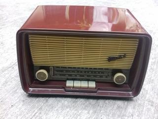 Radio Antiguo De Bulbos Marca Bari! Excelente Estado.