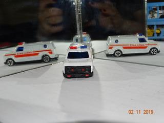 Miniatura Ambulância S/ Marca Na Base Made In Hong Kong B290