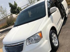 Chrysler Town Country Caravan 2012