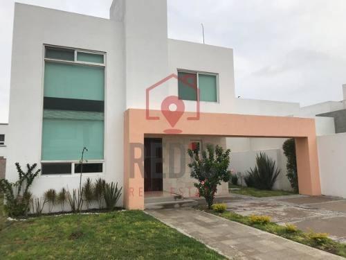 Casa En Venta De 3 Hab Y Jardín En Fracc. El Prado