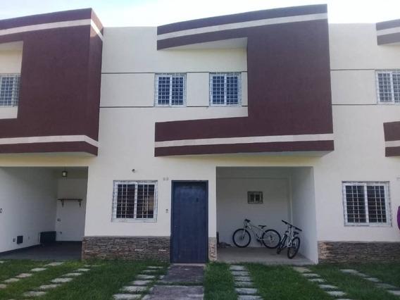 Se Vende Townhouse En Obra Blanca Con Planta, El Manantial